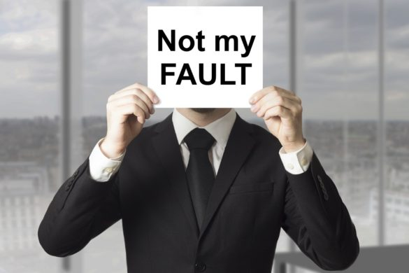 poslovnež z napisom ni moja krivda