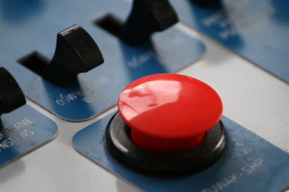 ključno dejanje rdeči gumb